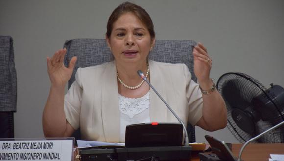 """""""Hasta este momento vengo colaborando con la congresista Rosario Paredes de modo ad honorem y le he hecho varios proyectos de ley, cosa que yo hago siempre, pero, hasta el momento, no tengo ningún contrato firmado por el Congreso"""", afirmó Beatriz Mejía."""
