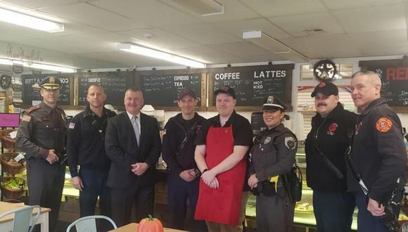 Un joven con autismo abrió su propia cafetería luego de ser rechazado por varios empleadores. Un buen ejemplo de actitud y perseverancia   Foto: Facebook / Red White & Brew Coffeehouse
