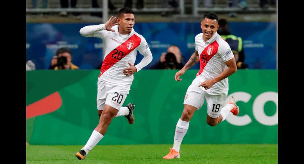Flores y Yotún forman el 2019. El Perú entero se ilusionó con el título luego de esta foto.