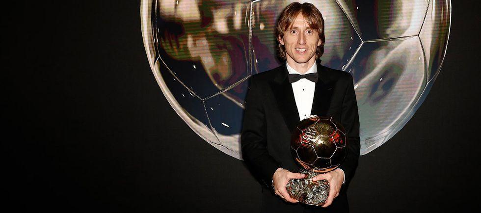 Luka Modric acabó con el duopolio Cristiano-Messi en el Balón de Oro. El croata alzó el galardón de la edición 2018. (Foto: EFE)