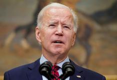 """Biden celebra luz verde a nueva vacuna, pero dice que EE.UU. no debe """"bajar la guardia"""""""