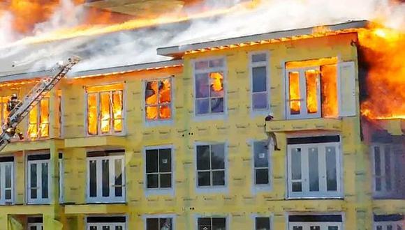 VIDEO: Hombre se salva de incendio con temerario salto