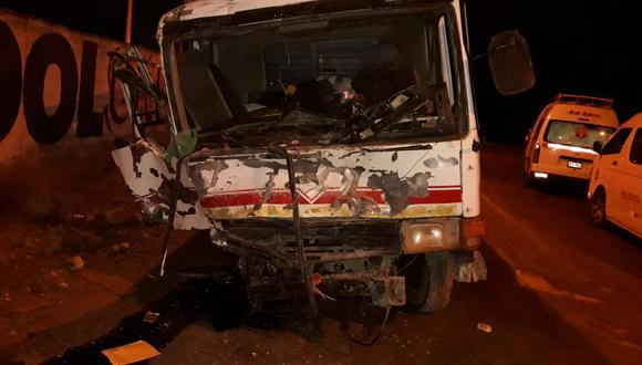 Así quedó uno de los vehículos que participó en el choque. (Foto: Serenazgo Ilave)