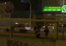 Metropolitano: estas chicas cruzan la vía de forma imprudente