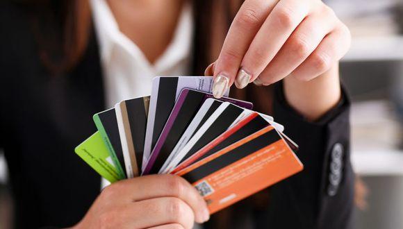 La SBS estableció que los bancos y financieras están obligadas a contar como mínimo con una tarjeta que no cobre comisión de membresía.  (Foto: GEC)