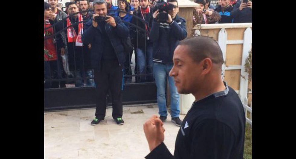 Roberto Carlos dimitió y así reaccionaron hinchas de Sivasspor