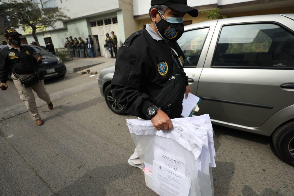 Durante el allanamiento, se incautaron bienes y materiales del fiscal ( Julio Reaño / @photo.gec)
