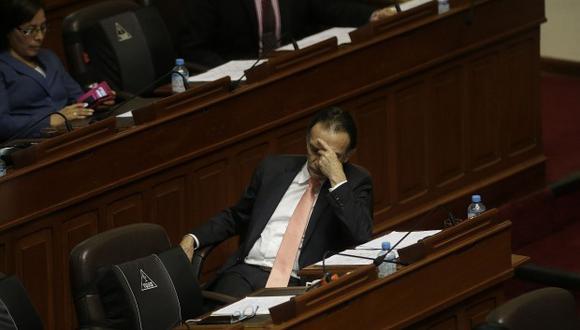 La carrera política de Héctor Becerril ya tiene fecha de vencimiento: 21 de julio del 2021. En este, su segundo periodo legislativo, fue donde acumuló denuncias e investigaciones. (Foto: El Comercio)