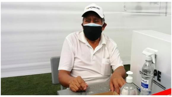 Pese a sus 77 años, don Leonidas Corro Flores decidió asumir el rol de miembro de mesa ante la inasistencia de los miembros titulares y suplentes | Foto: Cortesía Investiga