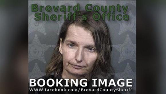 Melissa Doss, de 42 años, fue acusada este lunes de un delito de abuso agravado de un menor y negligencia infantil. (Foto: Brevard County Sheriff's Office)