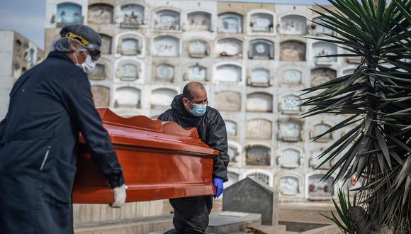 En lo que va del año, este registro ha contabilizado 10.729 decesos en la capital, tres veces más que lo observado en el mismo período del 2020, antes de la aparición de la pandemia (Foto: AFP).