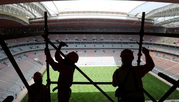 Desde que la FIFA designó a Qatar como la sede del Mundial 2022, más de 6.500 trabajadores han muerto, según un informe de The Guardian. En este artículo repasamos las denuncias de esclavitud y explotación laboral que se han cernido sobre los preparativos del megaevento deportivo. (Foto: Archivo AP)
