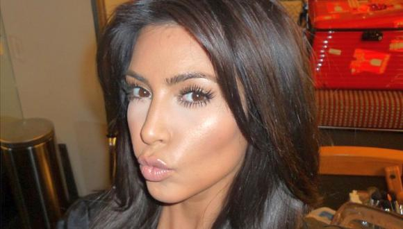 Instagram: Kim Kardashian promociona su libro con sensual foto