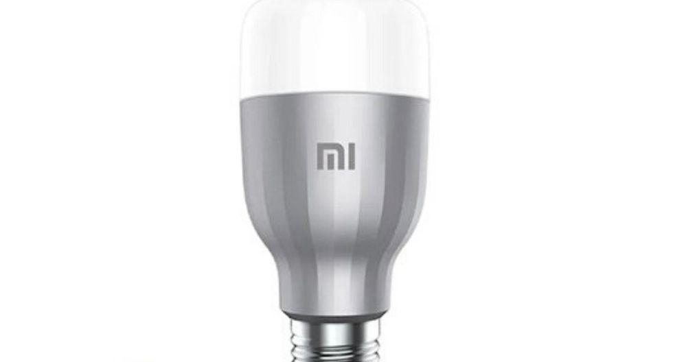 Foco Smart LED:  Un foco smart es el primer paso para convertir a tu casa en una vivienda  inteligente. Este foco LED tiene la opción de conectarse vía wifi con tu  smartphone para que controles la intensidad, colores y brillo desde la  palma de tu mano. Posee una combinación de hasta 16 millones de colores y  tiene una vida de 11 años.  (Foto: Linio)