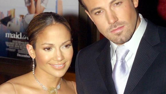 """Jennifer Lopez y Ben Affleck llegando al estreno de la nueva película de López """"Maid in Manhattan"""" en Nueva York, el 8 de diciembre de 2002. (Foto: Doug Kanter / AFP)"""