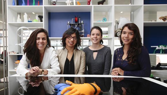 Ana Sánchez, Marlene Bustamante, Sarah Moll, Mariana Pendavis, Andrea Pittaluga y Jennifer Wong, inventoras de la primera prótesis parcial de mano en el Perú. (Foto: Indecopi)