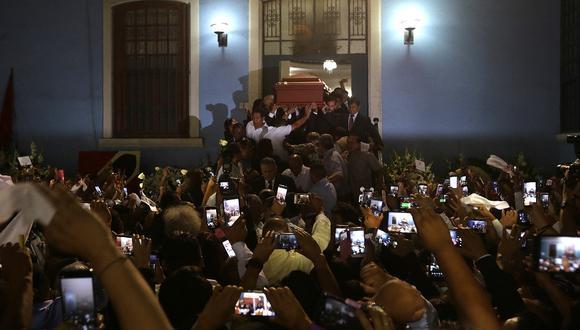 La sede central del Partido Aprista Peruano, lugar de culto hacia su fundador y sus militantes más simbólicos, fue el lugar elegido para velar los restos de Alan García. (Foto: Alonso Chero)