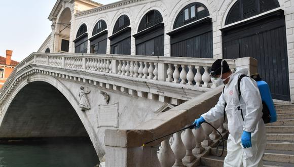 Las labores de desinfección en Venecia se han intensificado por la crisis del coronavirus. Foto: AFP