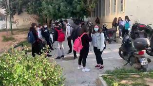 Los alumnos de secundaria griegos vuelven a clase tras meses a distancia