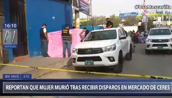 Elizabeth Mirlan Bernaola Cañaris estaba recostada en una pared y revisando su celular en el cruce de las calles Río Cenepa y Río Aguaytía cuando fue atacada por tres sujetos. (Foto: captura de video)
