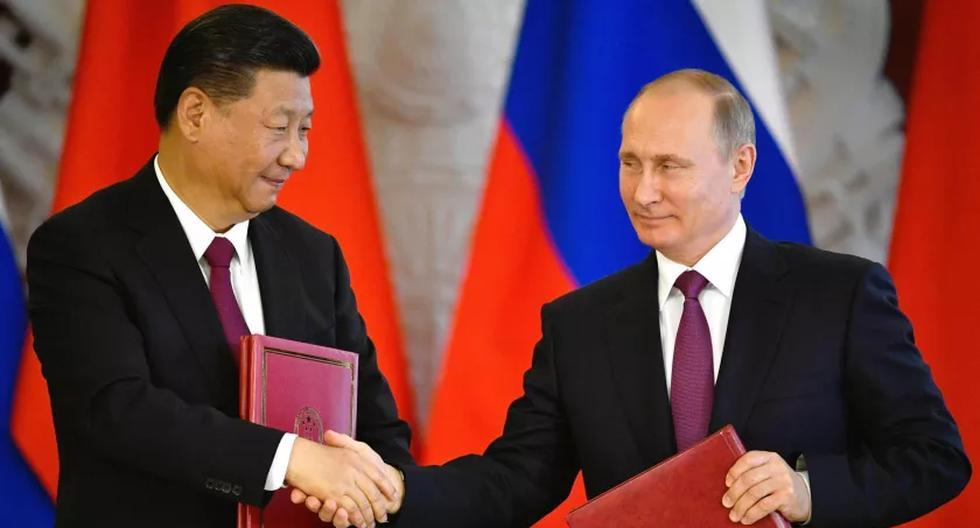 El presidente de China, Xi Jinping, y el de Rusia, Vladimir Putin, durante una ceremonia realizada en el Kremlin, en Moscú, en julio del 2017. (Foto: AFP)