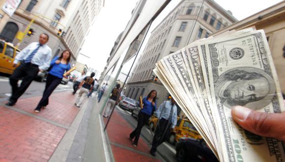 El tipo de cambio se cotizaba a S/3.305 la compra y a S/3.325 la venta en el mercado paralelo este jueves. (Foto: GEC)