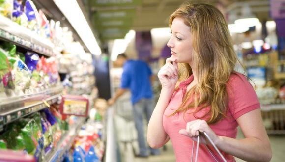 4.Compara precios: Todos los supermercados y tiendas tienen distintas ofertas; antes de comprar es mejor comparar los precios y los descuentos de cada uno. Aunque parezca trabajozo, puede significar un gran ahorro dentro de tu presupuesto ¡que vale la pena!.