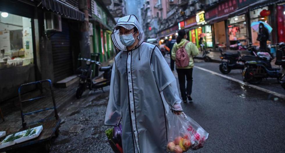 """Varios países esperan que sus poblaciones desarrollen una """"inmunidad colectiva"""" o """"de grupo"""" conforme más y más personas se vayan contaminando y curando del coronavirus. (Foto: AFP / Hector RETAMAL)."""