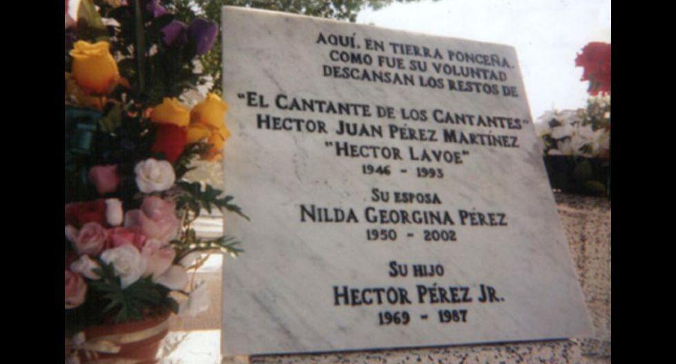"""Héctor Lavoe murió el 29 de junio de 1993 en el """"Memorial Hospital"""" de Queens. Fue enterrado en el cementerio """"Saint Raymond"""" de Queens, Nueva York; y nueve años después sus restos fueron llevados a su ciudad natal, Ponce en Puerto Rico. 25 años después de su muerte, habiendo sido —y siendo— admirado, respetado, cantado y bailado, utilizado sus canciones como agua bautismal de calle y mundo, de pronto, lo más trágico de Lavoe es que, a pesar de sus tragedias, la vida se aferraba a él… y nunca pudo darse cuenta."""