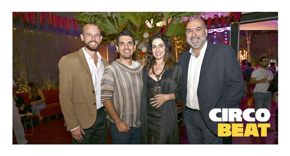 Eduardo Aramburú, Karen Mitre y Jabra Abusada rodean al cumpleañero Carlos Andrés Luna.