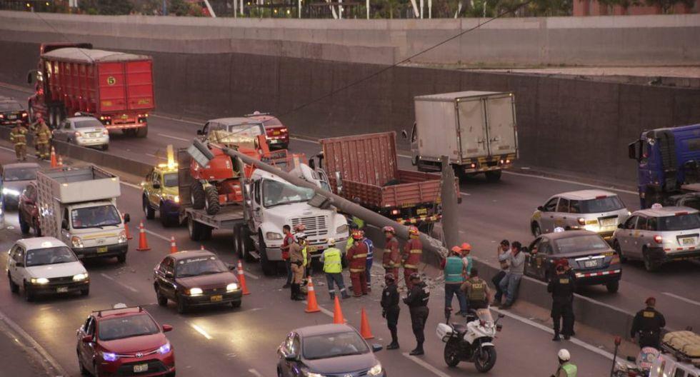 La Policía y los bomberos cercaron la zona del accidente de tránsito. (César Zamalloa/GEC)