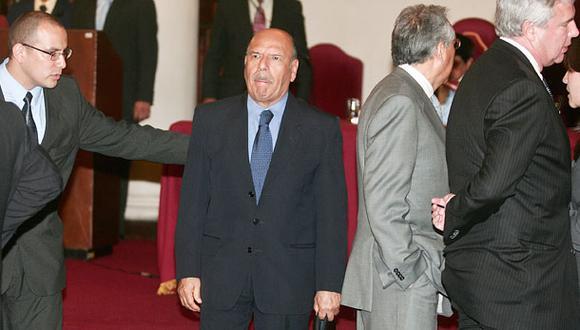 Ordenan captura del ex ministro fujimorista Juan Briones Dávila