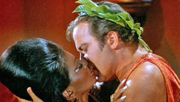 """""""Star Trek"""": ¿por qué este beso hizo historia en la TV? [VIDEO]"""