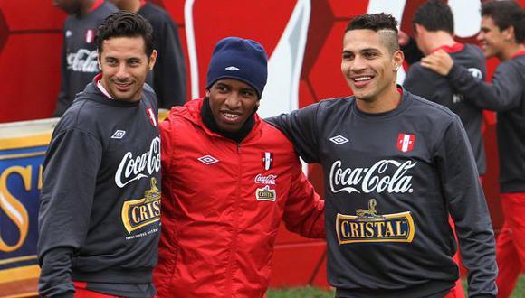 Darío Rodríguez, exmundialista uruguayo, escogió a Jefferson Farfán por encima de Paolo Guerrero y Claudio Pizarro como el más difícil de marcar. (Crédito: AFP PHOTO / FPF)
