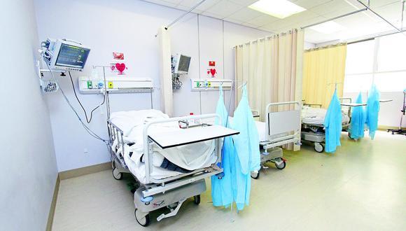 Hombre sale del hospital tras tratarse por coronavirus pero se sorprende por la cuenta.