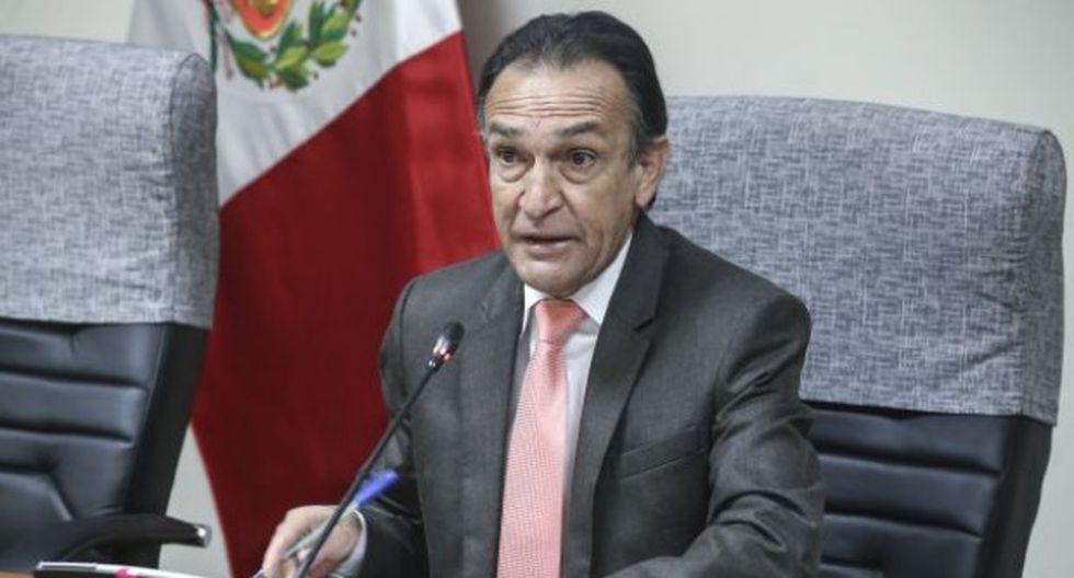 El congresista Héctor Becerril, de Fuerza Popular, ha rechazado que se haya reunido con ex consejeros del CNM. (Foto: Congreso)