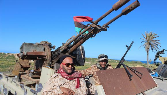 Libia: Fuerzas del mariscal Jalifa Haftar efectúan primer bombardeo aéreo en Trípoli. (EFE).