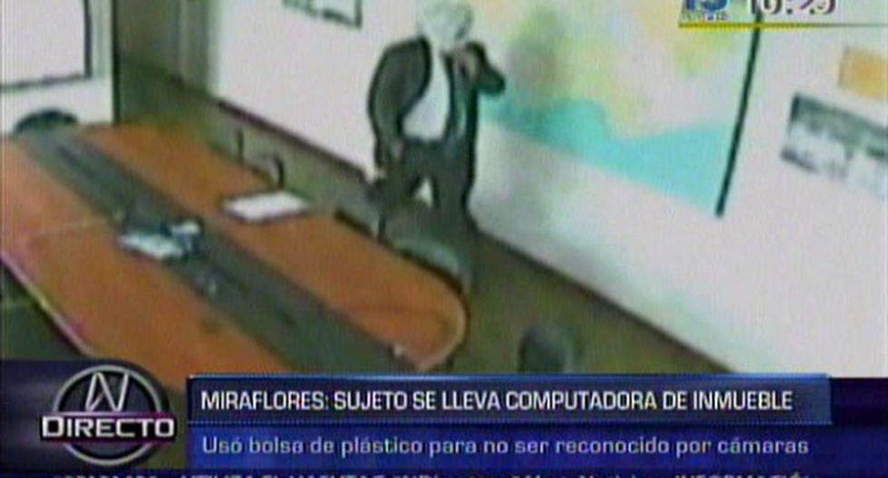 Miraflores: sujeto usa bolsa de plástico para robar en vivienda