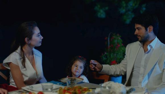 """En los últimos minutos de """"Amor eterno"""" se escucha una voz que lee la carta que Kemal le dejó a Nihal antes de morir (Foto: Univisión)"""