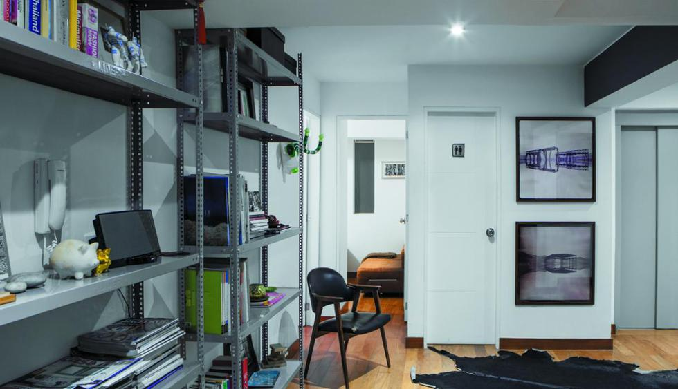 Opta por estantes resistentes. Estos pueden ser de metal, madera o MDF. Guarda las cosas más pesadas en la parte baja y en la parte alta, lo más ligero. (Foto: Diseño de Ro de Rivero)