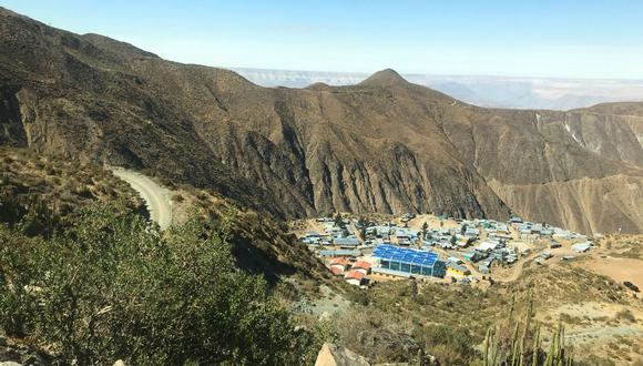 San Cristóbal se encuentra a 262 kilómetros de la ciudad de Arequipa, a ocho horas en carro. Es un centro poblado que nació de un pequeño campamento minero hace 22 años. En este lugar viven 1.500 personas estables y otros 1.000 que vienen por temporadas a trabajar en la minería artesanal del oro. (Foto Zenaida Condori Contreras)