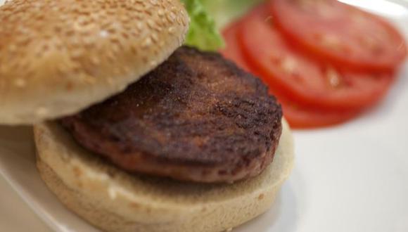 La primera hamburguesa del mundo cultivada en el laboratorio se reveló en 2013. No prosperó porque producirla resultaba muy caro. (Foto: PA)
