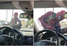 Hombre se disfraza de Spider-Man para trabajar y sorprende a miles de usuarios
