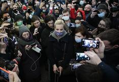 La esposa del opositor ruso Navalny dice haber sido detenida en Moscú