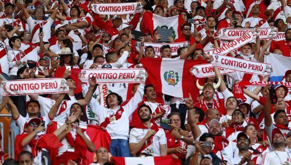 """Fútbol y patriotismo de la mano. En los partidos de la selección se volvió una costumbre entonar el himno nacional y el clásico """"Contigo Perú"""". (USI)"""