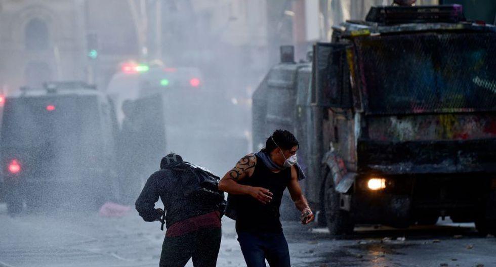La policía les cortó el paso con un inédito y fuerte operativo de seguridad que incluyó un helicóptero y un globo con cámaras de vigilancia.  (Foto: AFP)