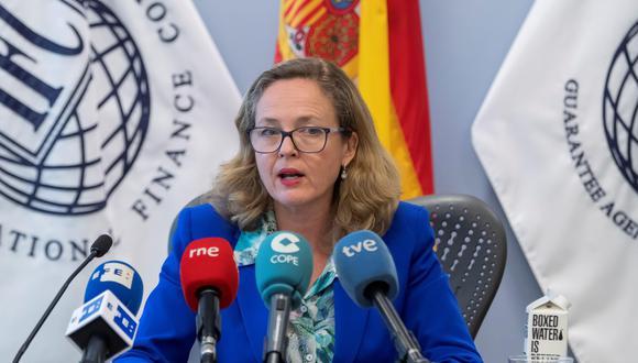 La ministra de Economía Nadia Calviño dijo que España sigue apostando por la negociación como vía para resolver los conflictos comerciales. (Foto: EFE)