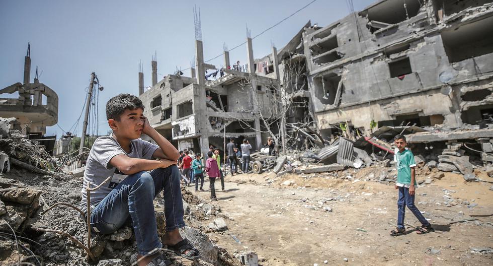 Tras 11 días de la peor escalada bélica desde el 2014, que dejó destrucción especialmente en Gaza, Israel y las milicias palestinas acordaron el viernes una tregua. Egipto fue el mediador. (Foto: EFE / MOHAMMED SABER)