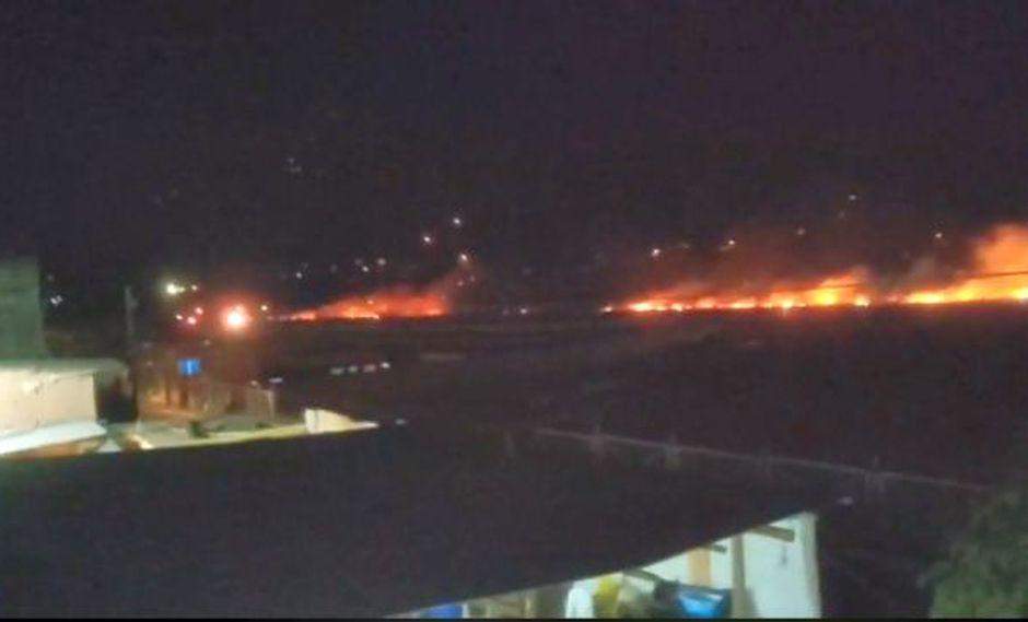 el siniestro afectó una extensión de media hectárea pero actualmente ha sido controlado por el personal de bomberos de la zona (Foto: captura imagen diario Ahora)