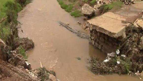 Ocurrió el sábado a las 8:00 p.m. cuando el caudal del afluente que cruza el distrito de Acolla aumentó. (Foto: Andina)
